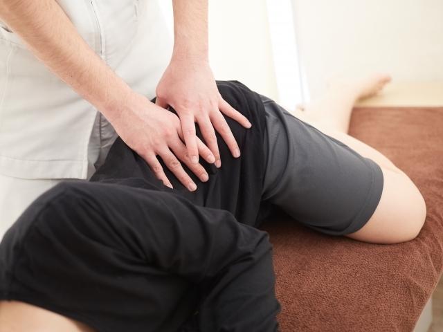 背中や骨盤の歪みを整えて症状を改善する施術です