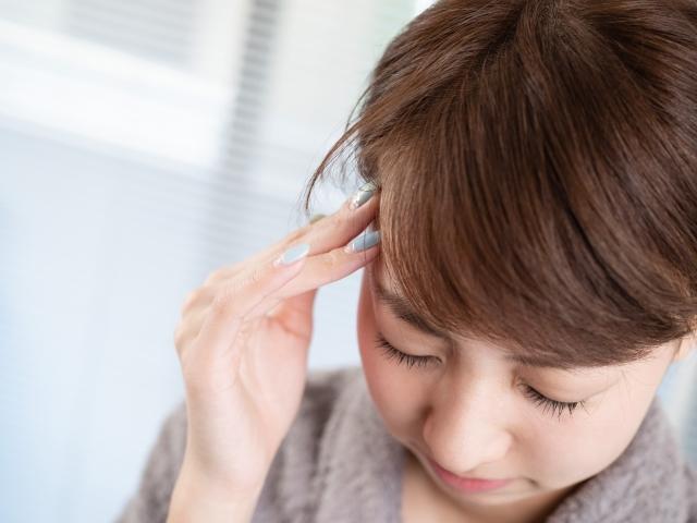 日常生活での姿勢の悪さも頭痛の原因になります
