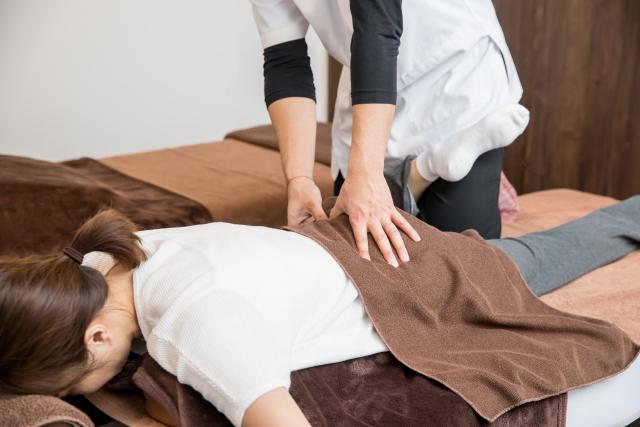 身体のバランスを整える施術で膝痛の根本原因から改善します